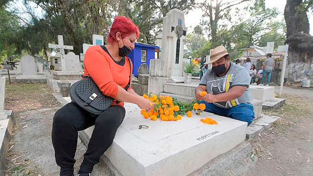Autoridades de Michoacán evaluarán si panteones abren en Noche de Muertos