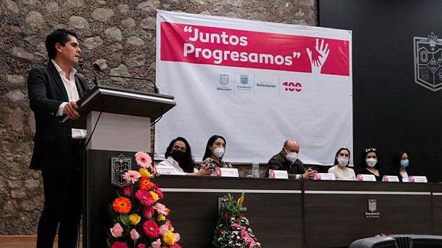 Zitácuaro: Presenta Antonio Ixtláhuac app para protección de las mujeres