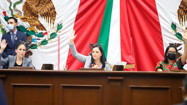 Pendientes de desahogar, 500 iniciativas en Congreso de Michoacán