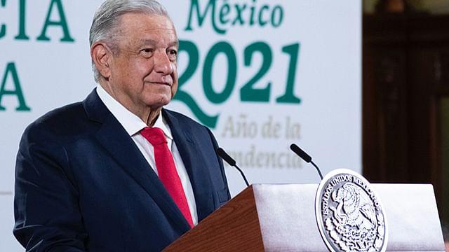 """""""Usaban el dinero para otras cosas"""": AMLO, sobre adeudo a profesores en Michoacán"""