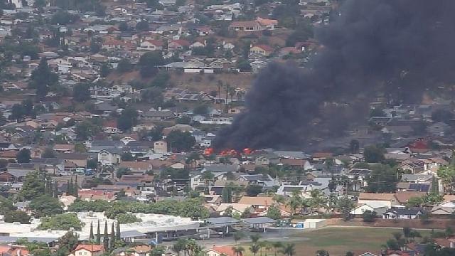 Avioneta se estrella y destruye tres casas en Estados Unidos