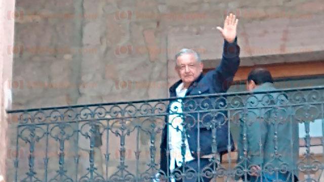 Llega AMLO a Palacio de Gobierno, en Morelia