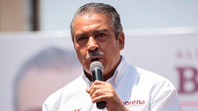 Morón formaliza renuncia a dirigencia de Morena