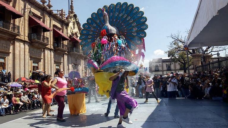 Toritos de petate regresan al centro de Morelia