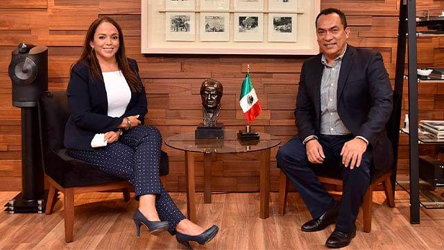 Se reúnen Andrea Villanueva y el fiscal Adrián López Solís