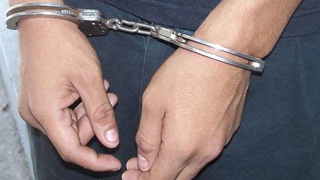 Arrestan a sujeto mientras robaba en una casa de Villas del Pedregal, en Morelia