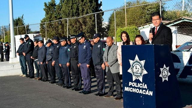 Ser la mejor Policía del país exhorta Juan Bernardo Corona a los elementos