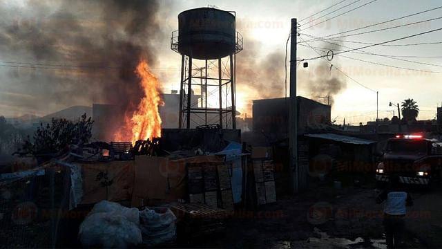 Incendio arrasa con cuatro viviendas, en Zamora