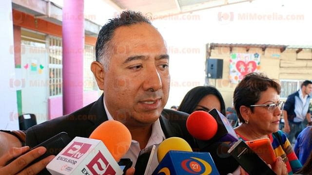 Al menos 45 mil maestros en Michoacán recibieron su cheque a través de módulos de pago