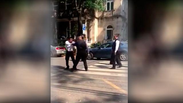 Captan en video, agarre entre trabajadores de valet parking y escoltas en la Roma