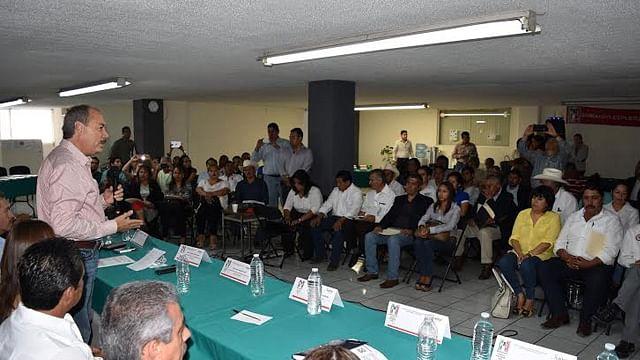 El PRI debe estar a favor de la gente,  instruye Víctor Silva a regidores