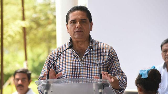 Gobernador entrega recursos del Programa de Empleo Temporal en Apatzingán