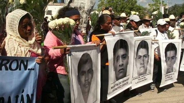 Refrenda CNDH a padres de normalistas de Ayotzinapa continuar con investigaciones