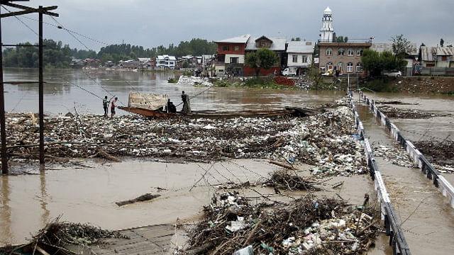 Inundaciones dejan más de 10 desaparecidos y unos 400 mil evacuados en China