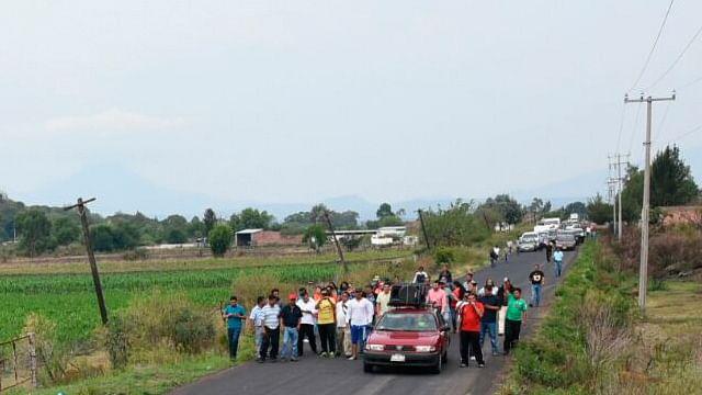 Gobernador de Michoacán y comisión de la CNTE dialogan tras manifestación en Panindícuaro