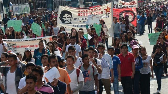 Llega marcha de la CUL al Centro Histórico; realizan mitin frente a Palacio de Gobierno