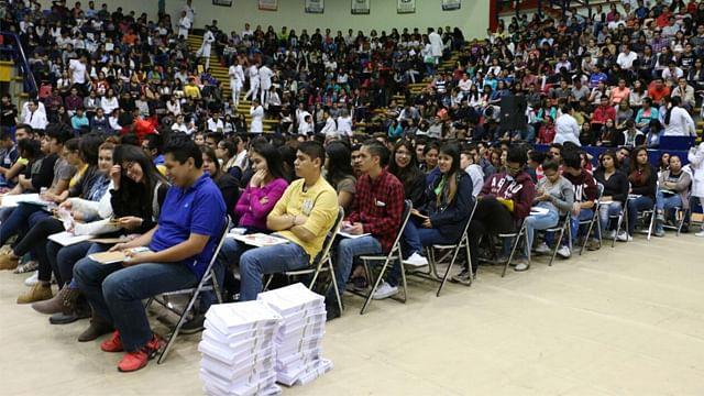 Presentan examen para ingreso a la UMSNH; rector pide a jóvenes no dejarse engañar