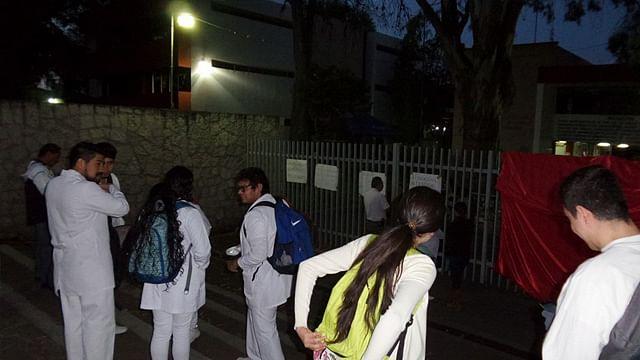 Alumnos toman Facultad de Medicina de la UMSNH; demandan condonaciones