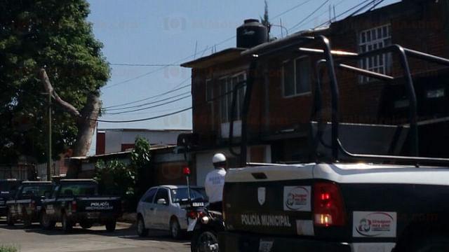 Realizan revista de armamento en Uruapan y se desata protesta
