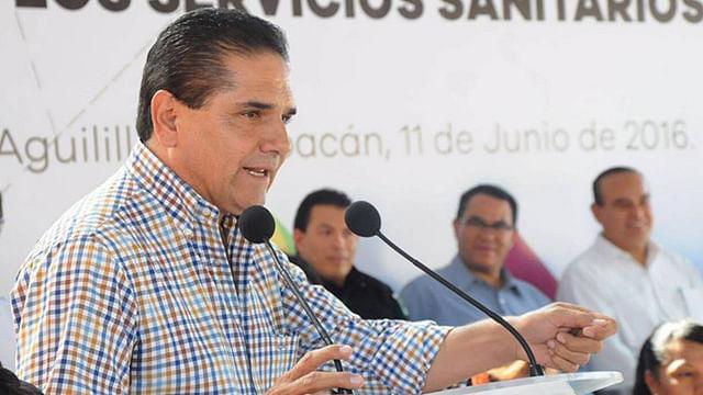 Entrega Silvano Aureoles obra en el municipio de Aguililla