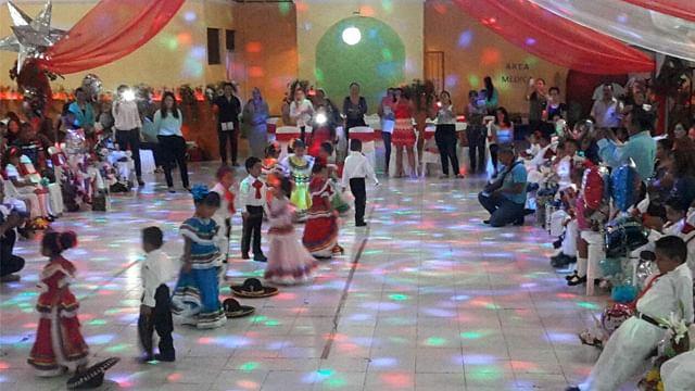 Finalizan educación preescolar pequeños de CADI´s en lázaro cárdenas