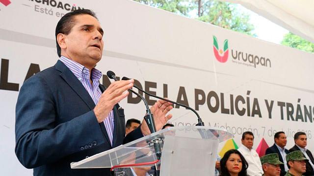 Galería: Instala Silvano Aureoles la nueva Policía Municipal en Uruapan, Michoacán