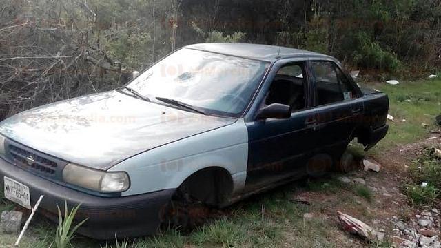 Localizan auto robado y semi desvalijado en Charo