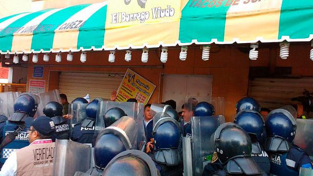 Polémica por clausura de emblemática taquería de la Ciudad de México