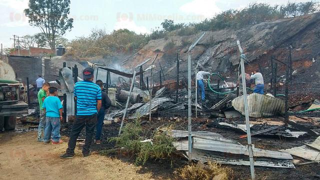 Se queman tres humildes viviendas al poniente de Morelia