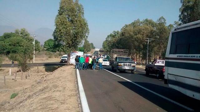 Libre el paso sobre la carretera libre Morelia-Zamora