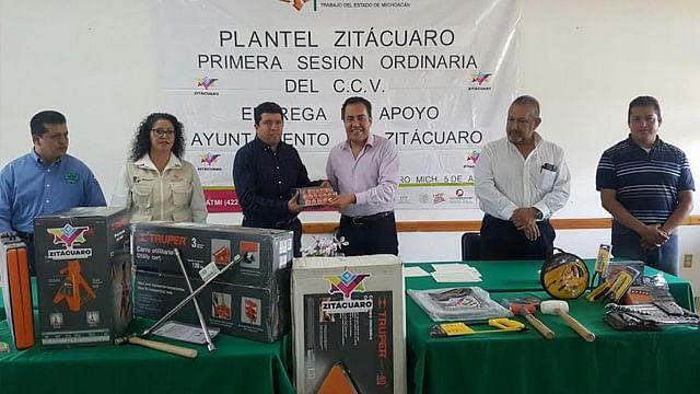 Entrega Carlos Herrera herramienta para capacitación en el Icatmi
