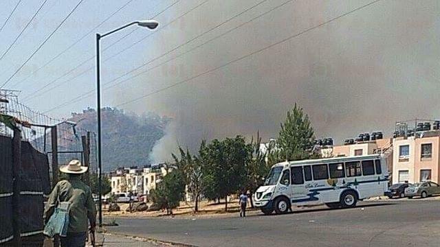 Aquejan cinco incendios forestales la región Uruapan