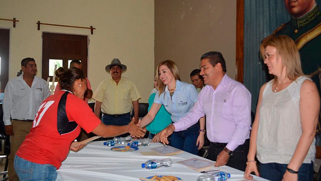 Inician construcción de viviendas para 35 familias de Parácuaro