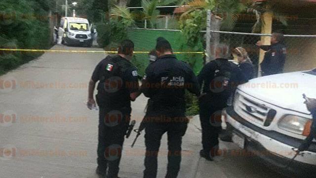 Asesinan a dos jóvenes en Ziracuaretiro