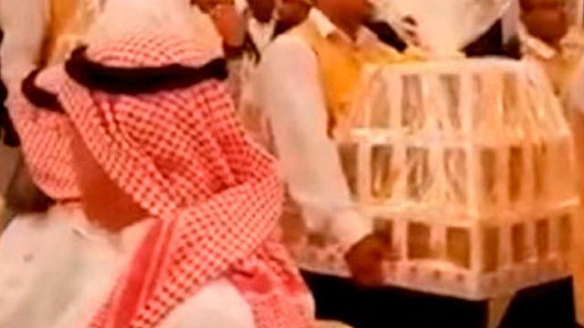 """Video: Matrimonio Saudí regala """"un mar"""" de iPhone 8 a sus invitados"""