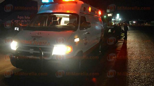 Resultan cuatro heridos en volcadura de automóvil