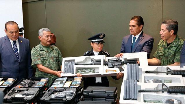 Fortalece gobernador a Policía Michoacán con equipamiento
