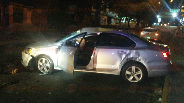 Roban auto y se accidentan al ser perseguidos por la Policía en Morelia