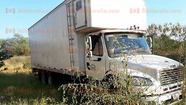 Recuperan camión de carga que tenía reporte de robo en Apatzingán