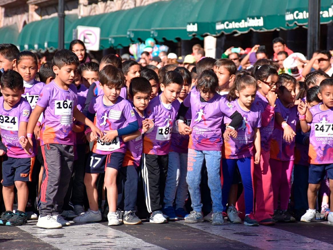 """Galería: Niños participan en la carrera """"Cobijemos Morelia"""""""