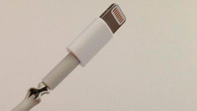 Adolescente fallece al electrocutarse con el cable de su iPhone