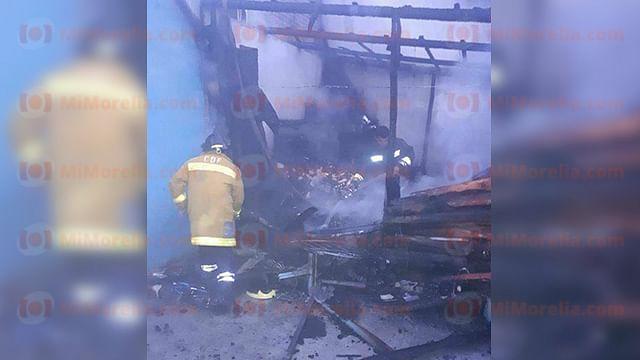 Se incendia pequeña bodega de carbón en domicilio de Zitácuaro