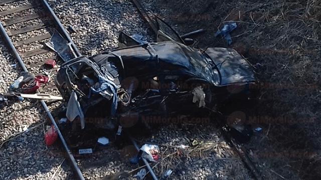 """Vehículo se sale del camino y cae a desnivel en la autopista """"Siglo XXI"""""""