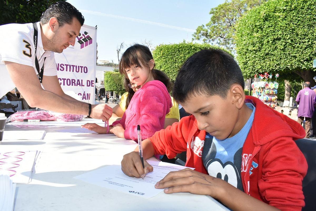 Realiza IEM circuito en Plaza de Armas para promocionar valores entre los niños