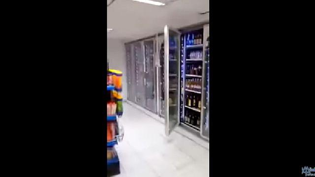 Trabajadores captan actividad extraña en tienda de conveniencia