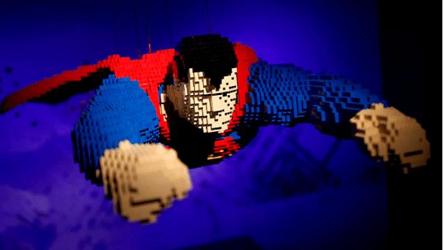 Artista inmortaliza a superhéroes con bloques de LEGO