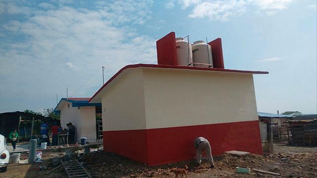 Después de 2 años de gestión, construyen sanitarios en la primaria 13 de abril