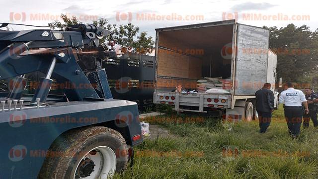 Aseguran camión con despensas y banderas de partido político en Morelia