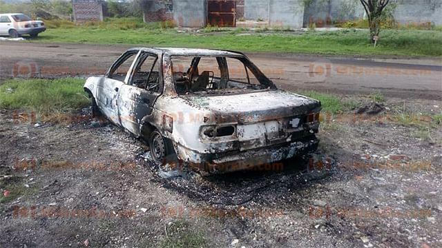Encuentran cuerpo calcinado en un vehículo quemado en Michoacán