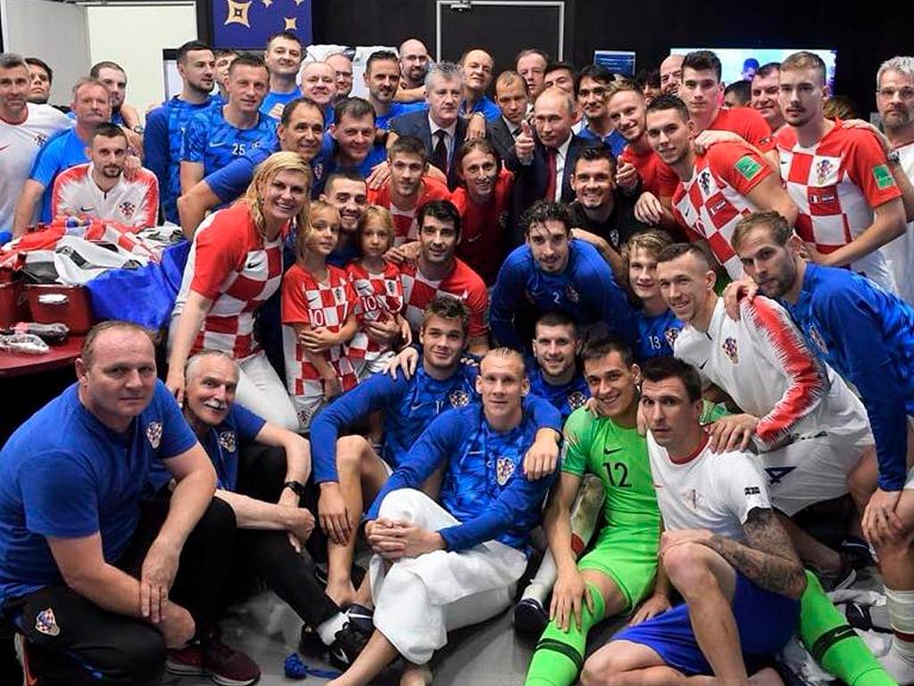 Presidenta de Croacia llama la atención por tierno abrazo a jugadores